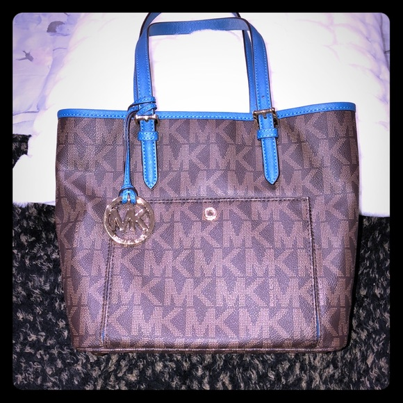 Michael Kors Handbags - MICHEAL KORS BAG. LIKE NEW. AUTHENIC